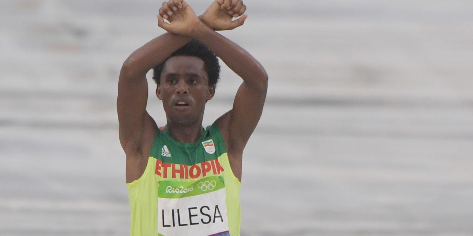 Feyisa Lilesa hero of Rio de Janeiro 2016 Olympics